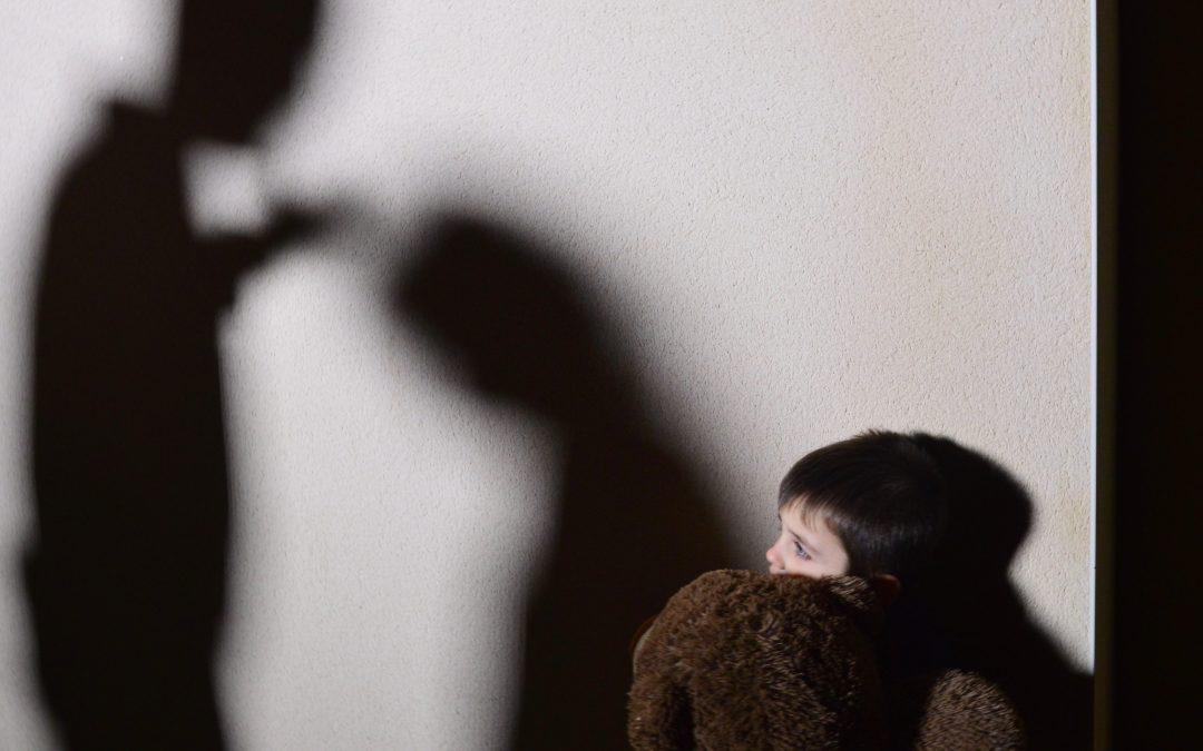 Violences conjugales   Le calvaire des enfants témoins